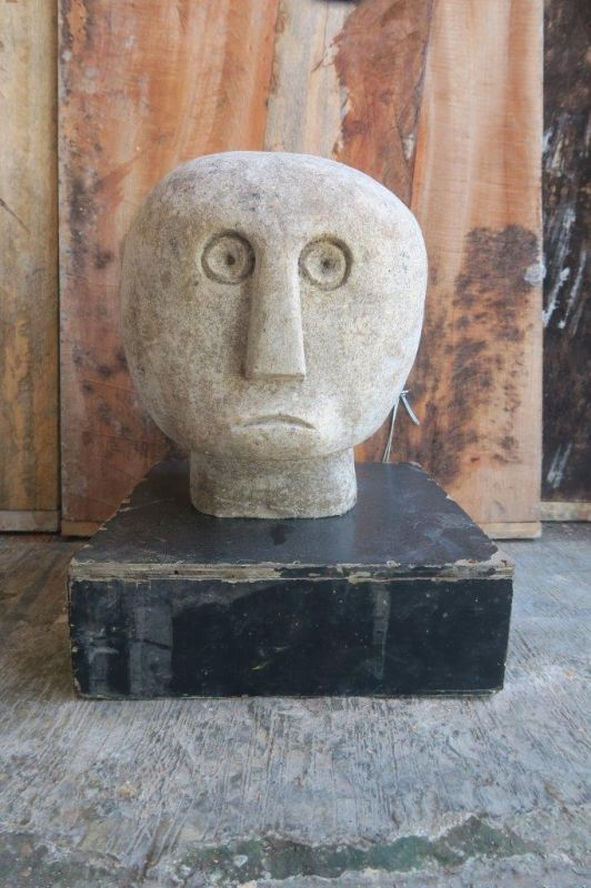 PRIMITIVE STONE HEAD 30CM