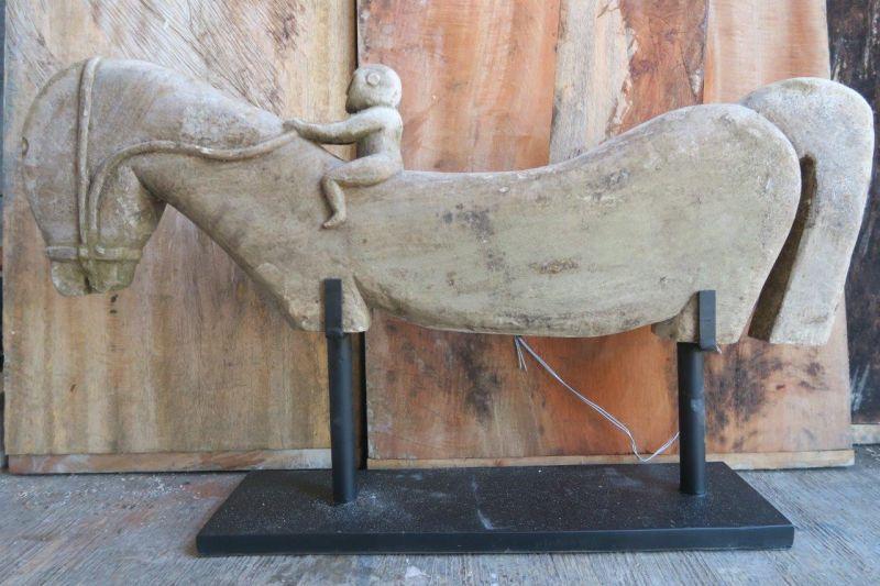 PRIMITVE STONE HORSE 80CM